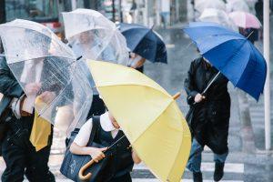 雨の日が辛い…天気痛解消ブレスレットが気になる!