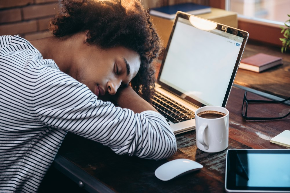日曜日にサザエさんをみて憂鬱になる「サザエさん症候群」・・・そんなあなたは睡眠負債がたまっているかも?