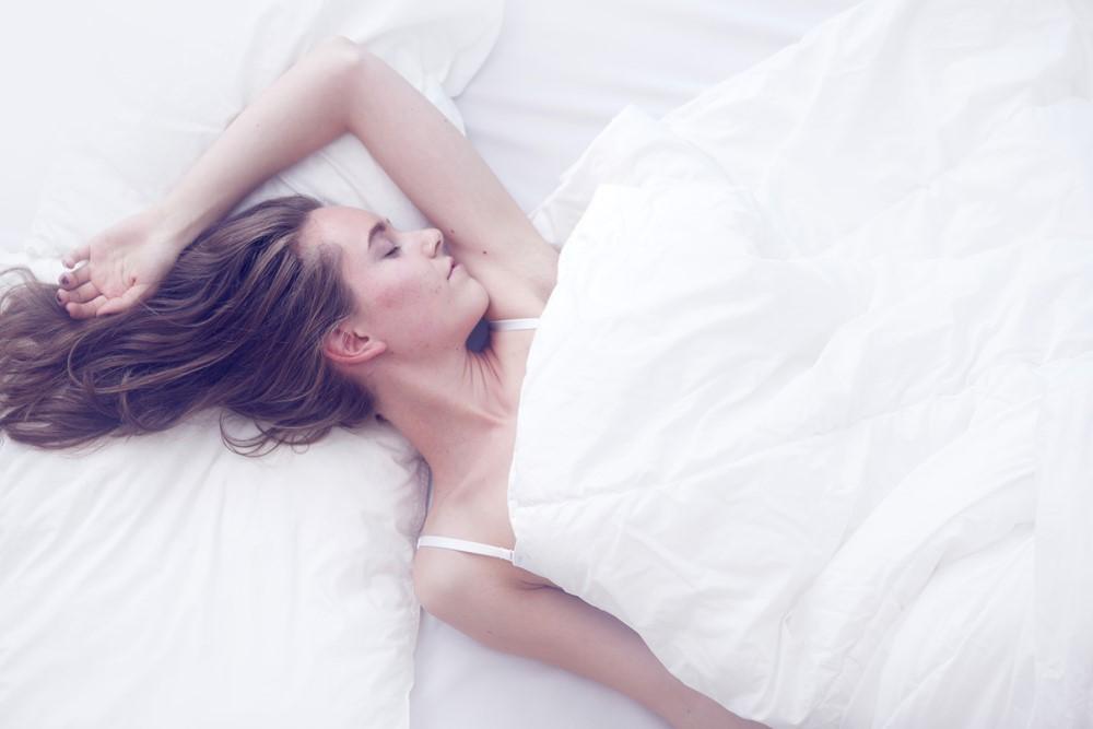"""睡眠中に""""活性酸素""""の働きを抑え、快適な眠りに導くグッズとは?"""