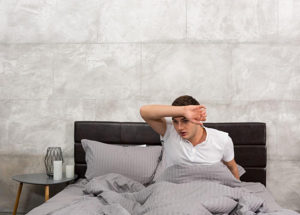 かくれ脱水症状が、睡眠中の熱中症の原因に!防止グッズの活用法は?