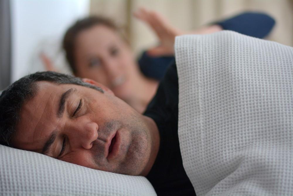 いびきは深刻な病気のサインかも!快適な睡眠を実現するおススメ枕とは?