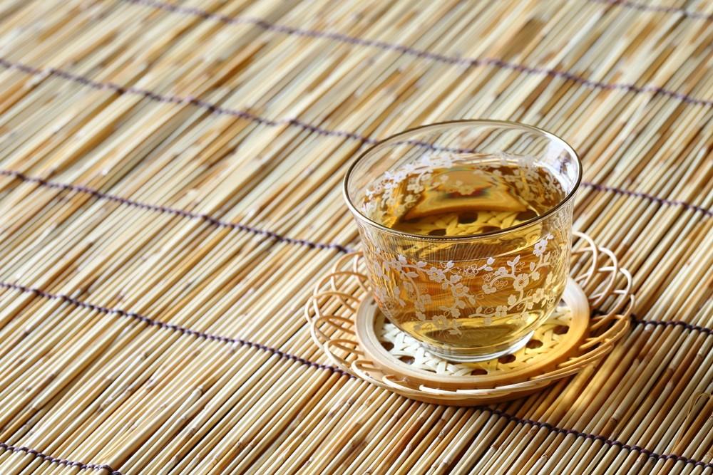 涼しくなった時期が危険?睡眠中の熱中症対策に飲みたい麦茶の秘密