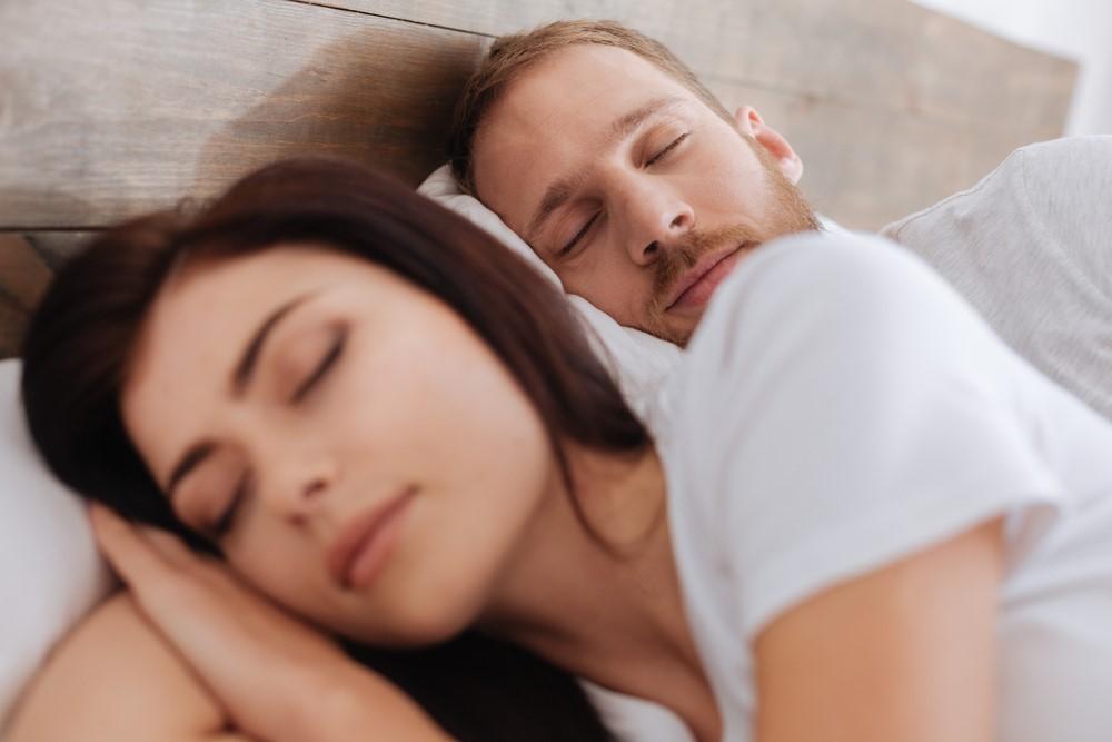 ストレスで寝つきが悪くなっている方に!音や香りで癒す睡眠家電