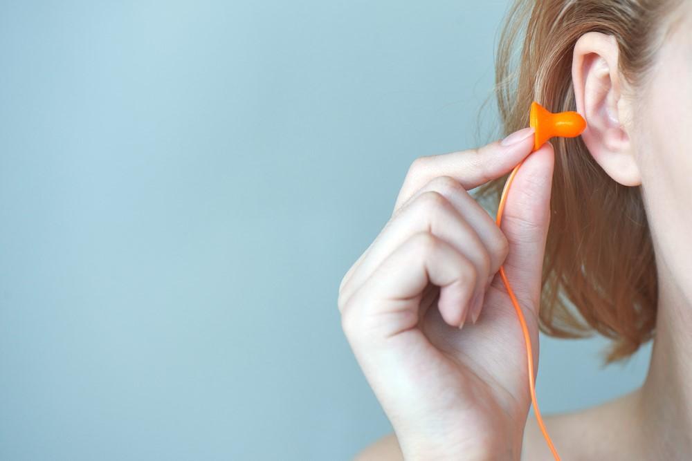 快適な睡眠に耳栓が有効!?生活習慣の改善ポイントは?