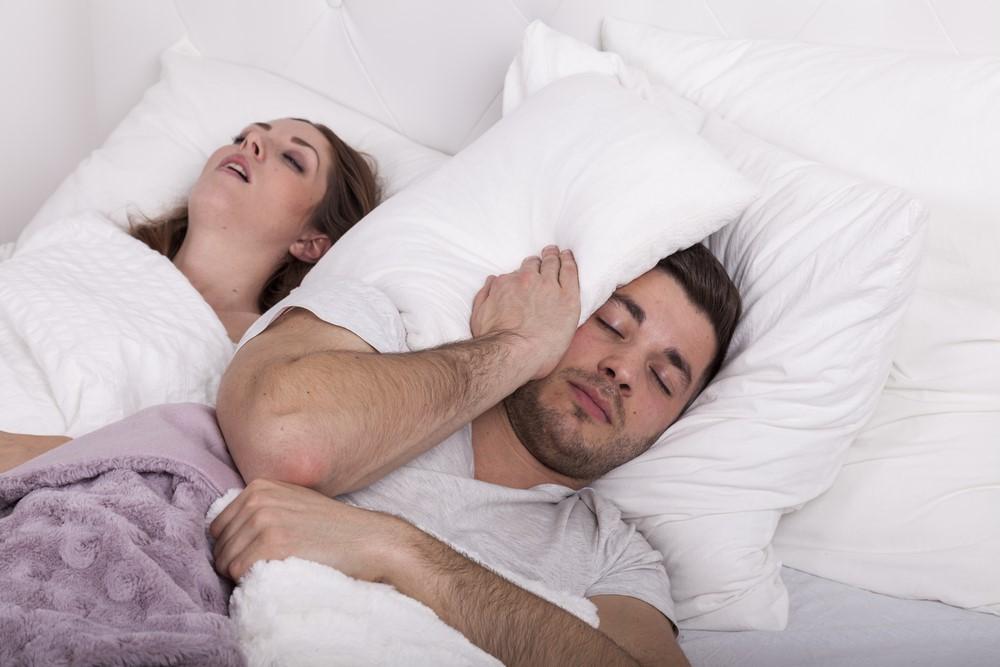 朝起きたら口が臭い!原因はいびきを発生させる枕にあるかも?