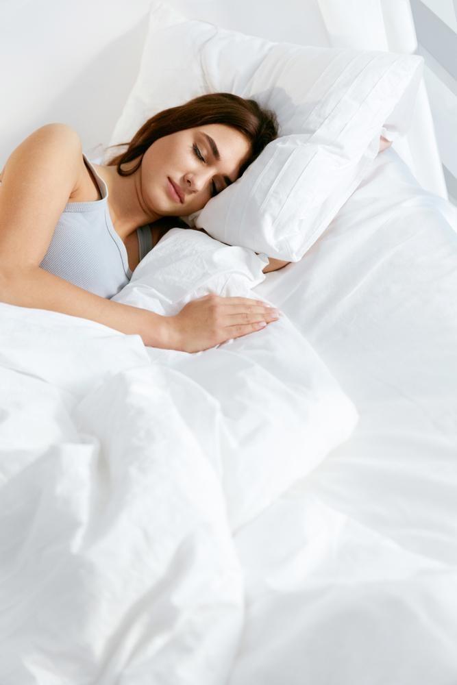寝苦しさの原因は布団や枕のカビ?自宅でどこまでキレイにできる?