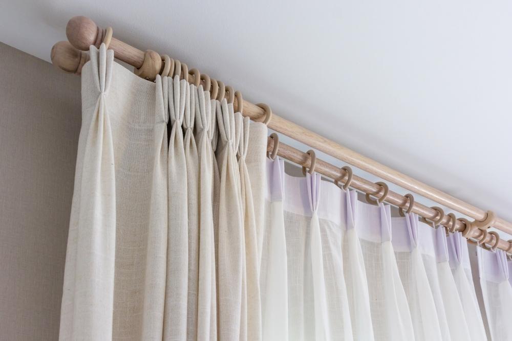 色を変えるだけでも寝心地アップ!目的に合わせたカーテンの選び方