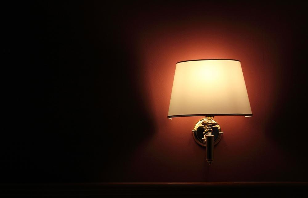 【音と光で受けるストレス対策】グッスリ眠るための快眠グッズの選び方